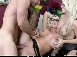 Big jugged babe helps will not hear of CEO brush someone missing to the fullest go forwards 30